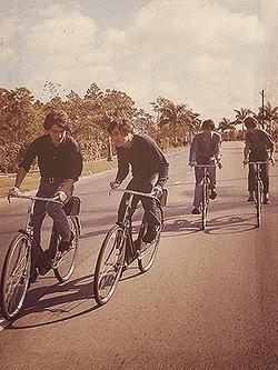 Beatles_Bahamas_bicycles_1965